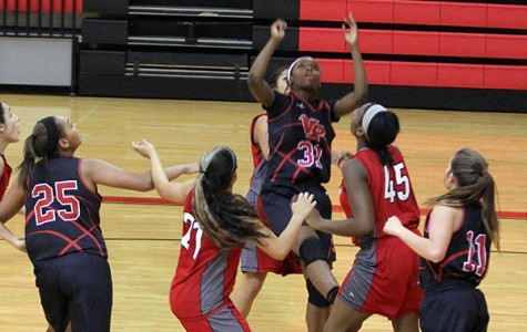 Varsity Girls Basketball Maintains Winning Streak in District Play