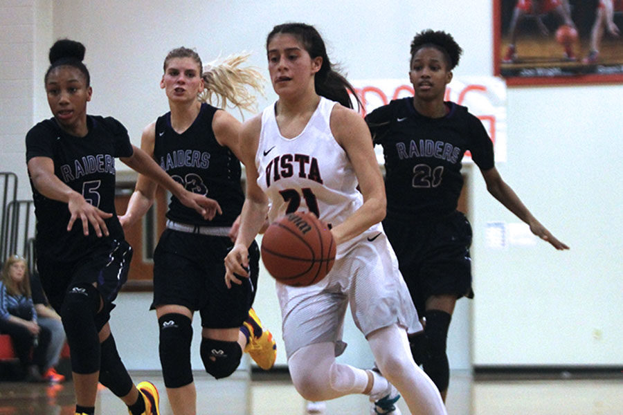 Girls varsity basketball reaches regionals